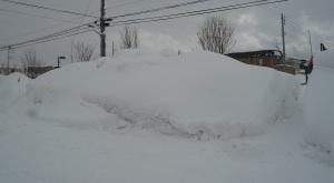 毎日の雪かきの公園入口